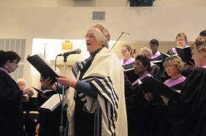 Rabbi Heath and Choir